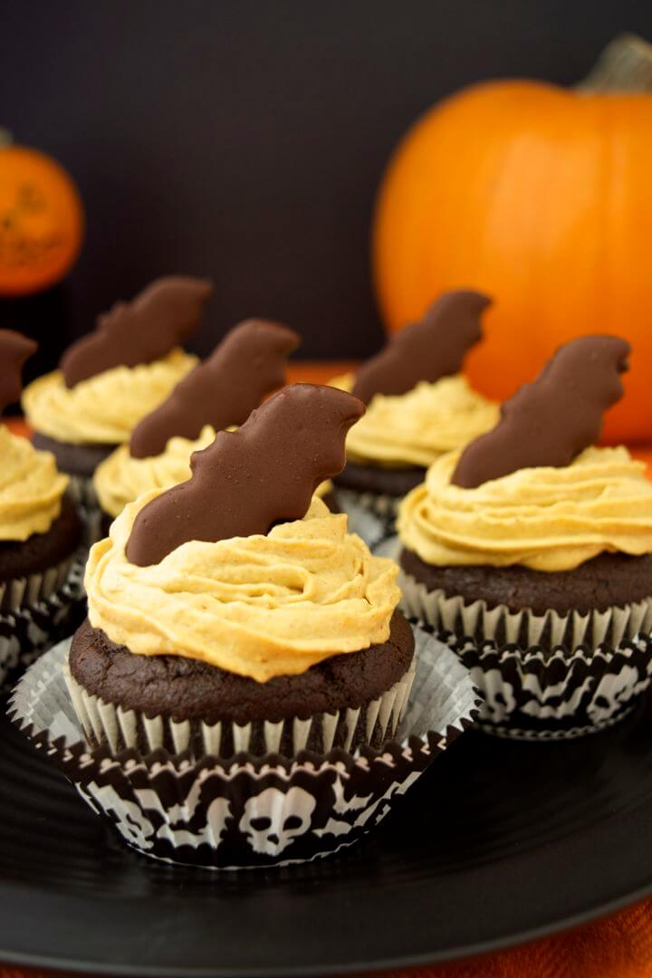 pumpkin-frosted-chocolate-cupcakes-with-bat-bites-side