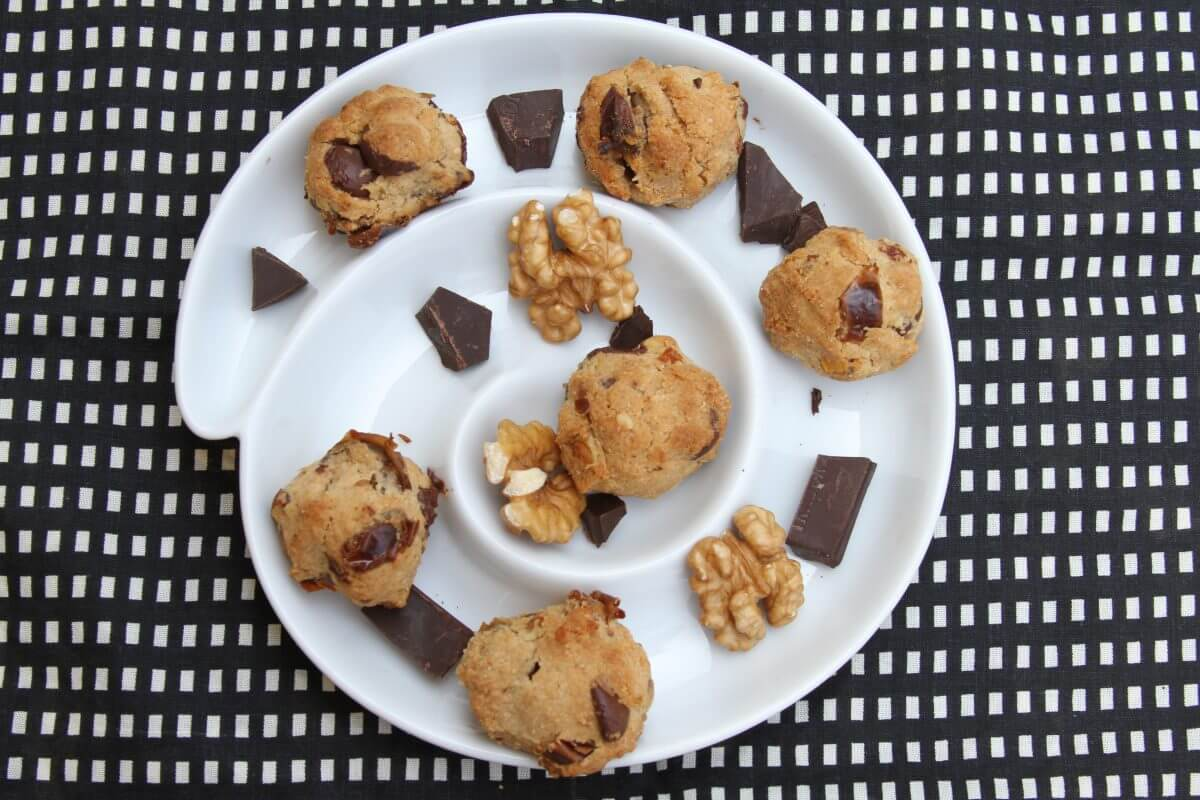 date-walnut-dk-choc-cookies